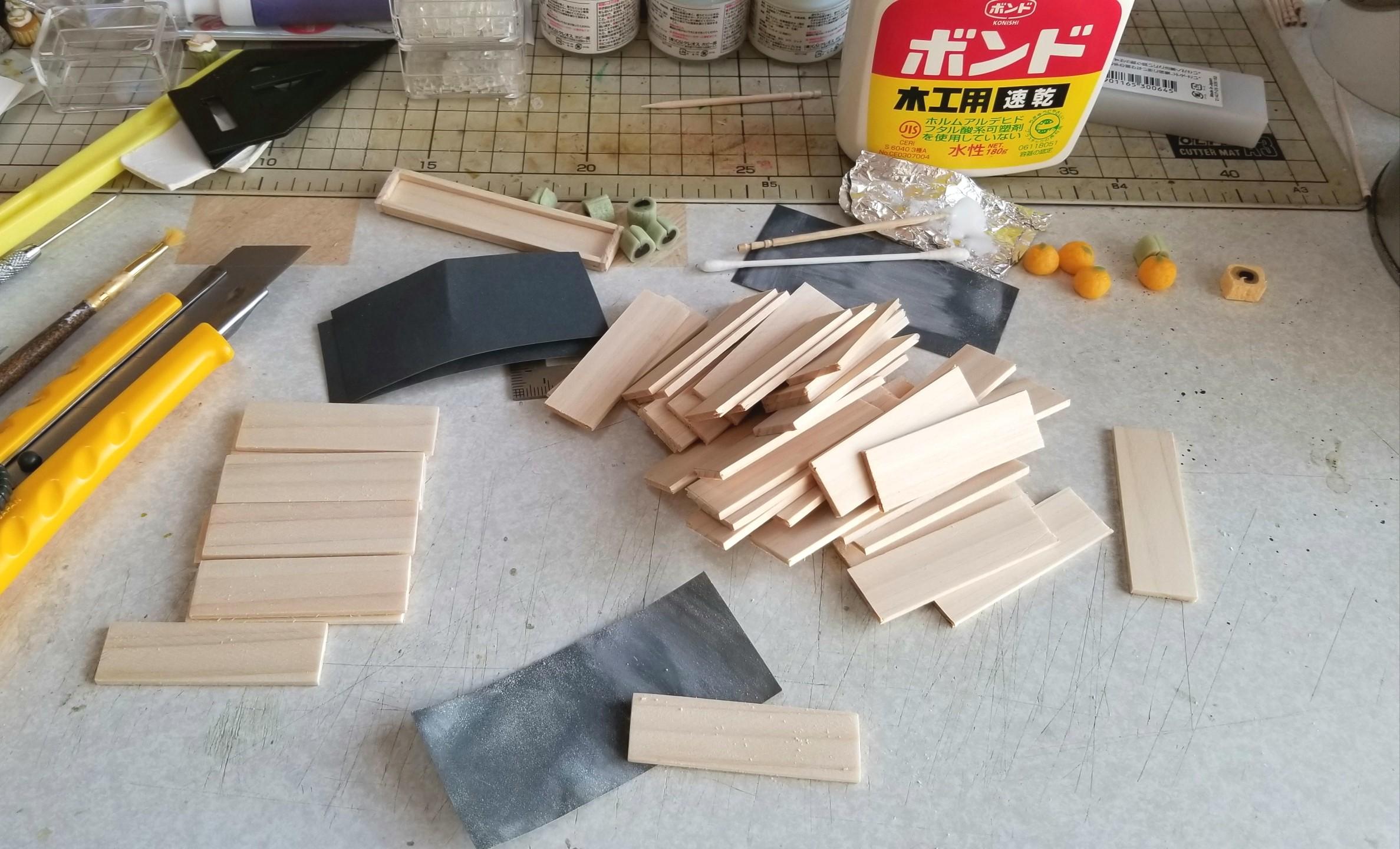 ミニチュアフード,木箱,木製トレー,作り方,桧,ヒノキ,ヤスリがけ