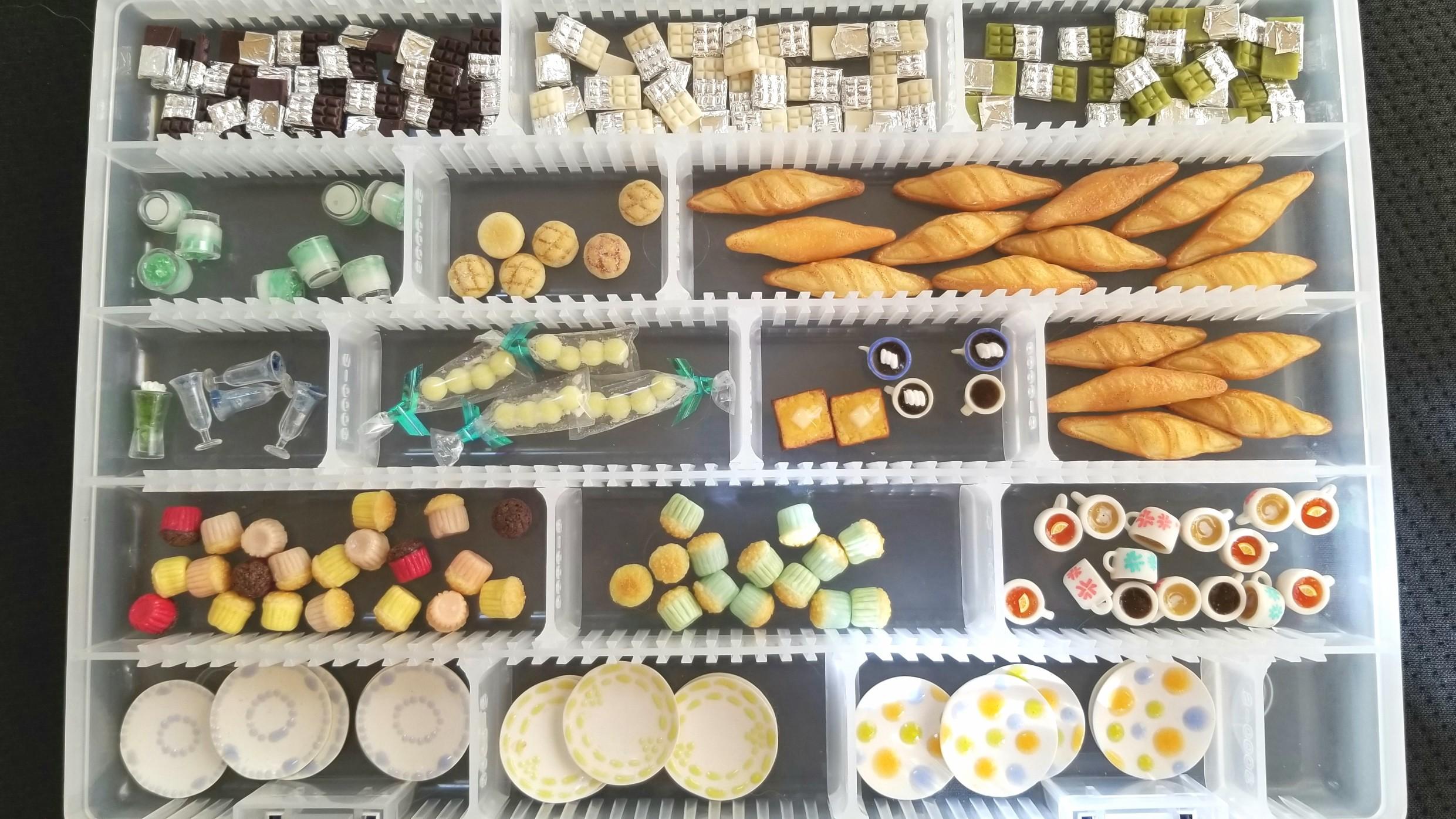 作品,量産,大量,ミニチュアフード,樹脂,カップケーキ,お皿,食器,パン