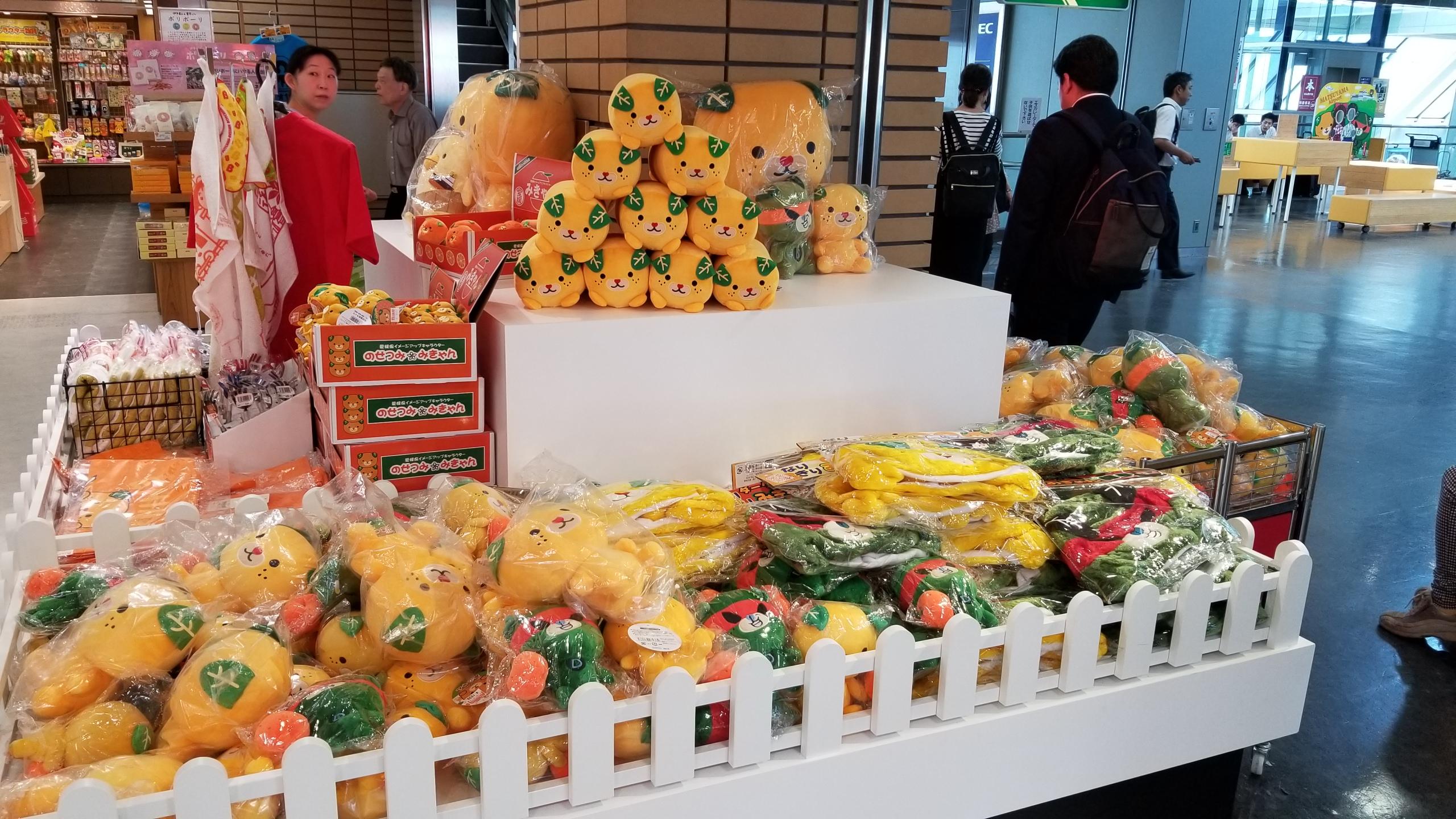 浅草旅行離陸前,愛媛空港,土産店,みきゃんグッズ,お菓子,ゆるキャラ