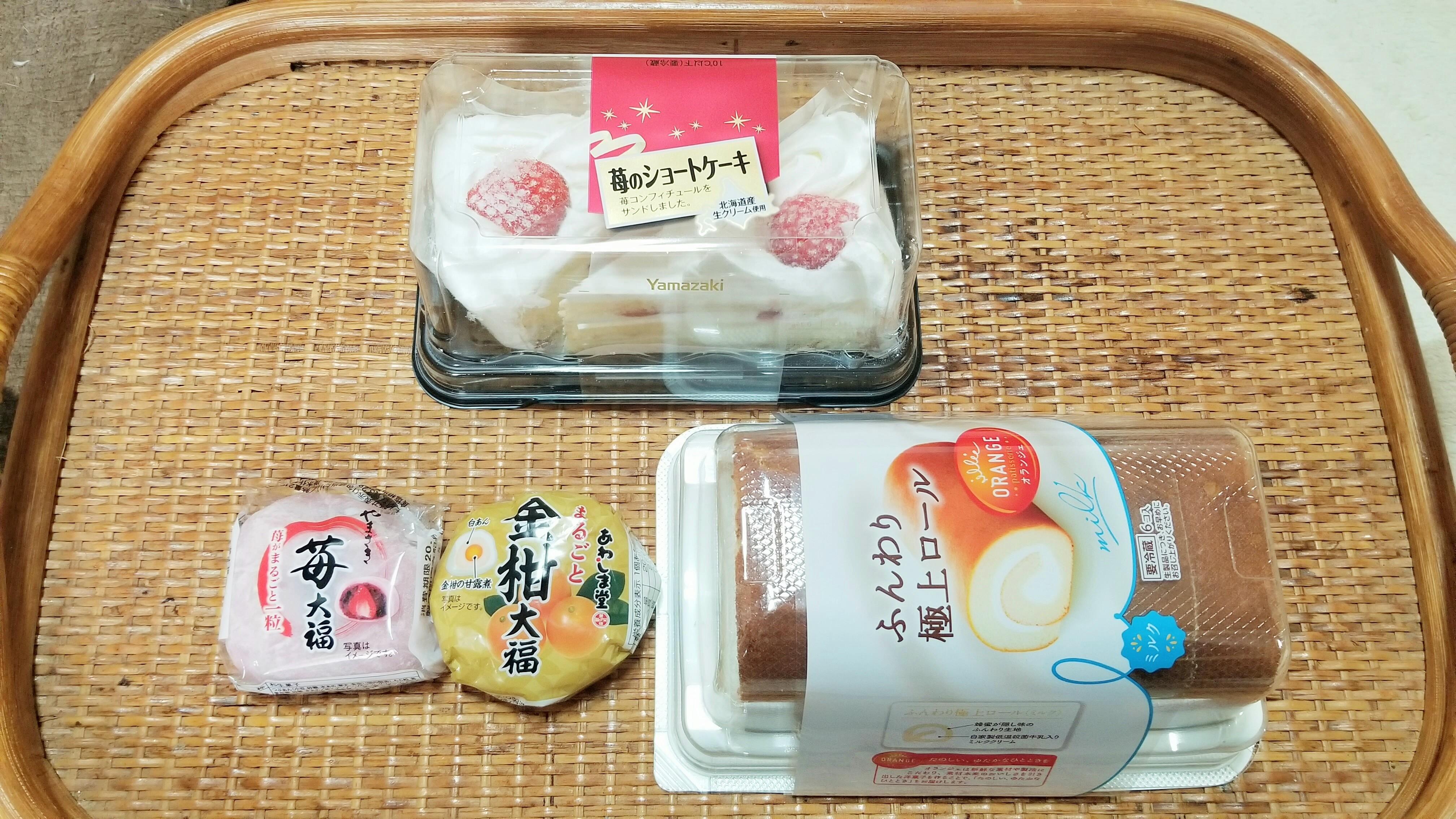 ふんわり極上ロールケーキいちご大福餅おいしいスイーツ人気うまい