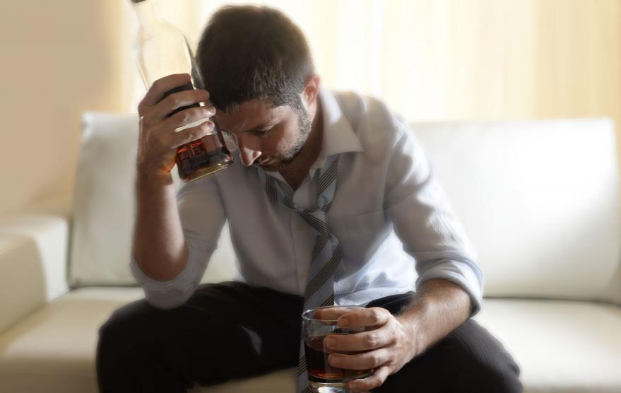 アルコール依存症,辛い,体験談,脳の病気,苦しみ,治療,泥酔,妄想,幻覚