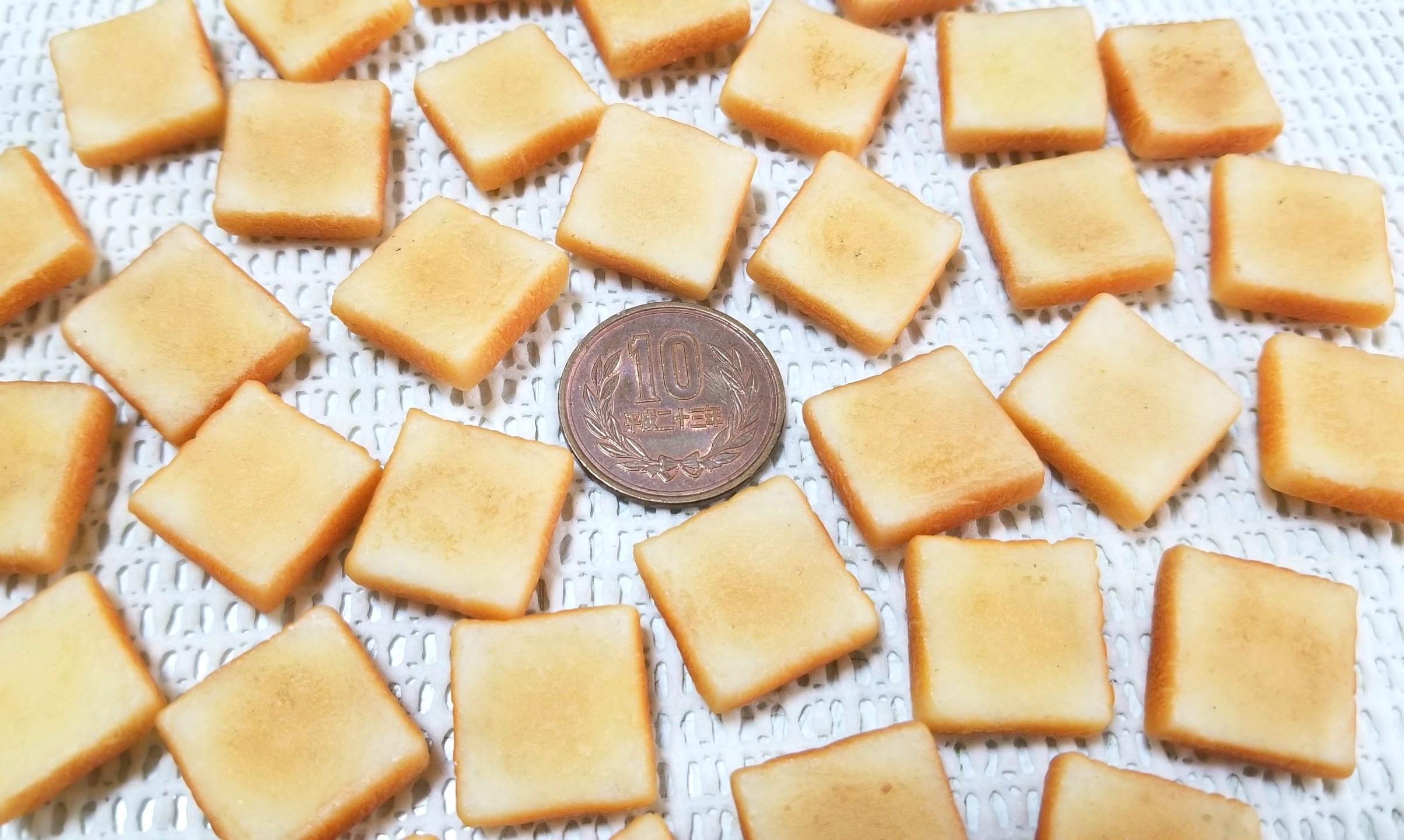 ミニチュアフード,トースト,食パン,ラピュタパン,樹脂粘土,焼き色
