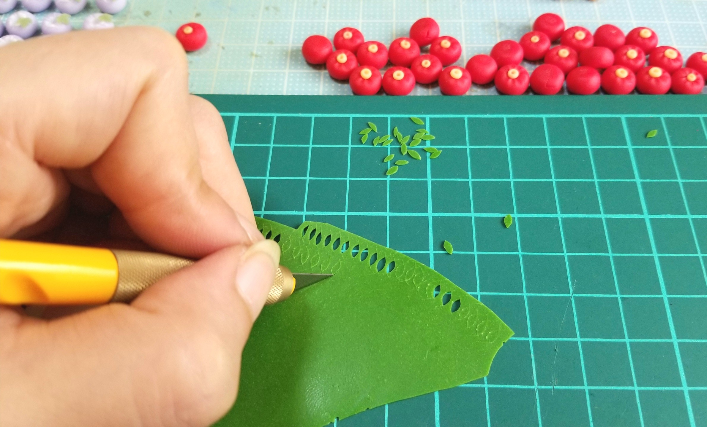 ミニチュアフード,和菓子,椿,葉っぱ,作り方,樹脂粘土,ドールハウス