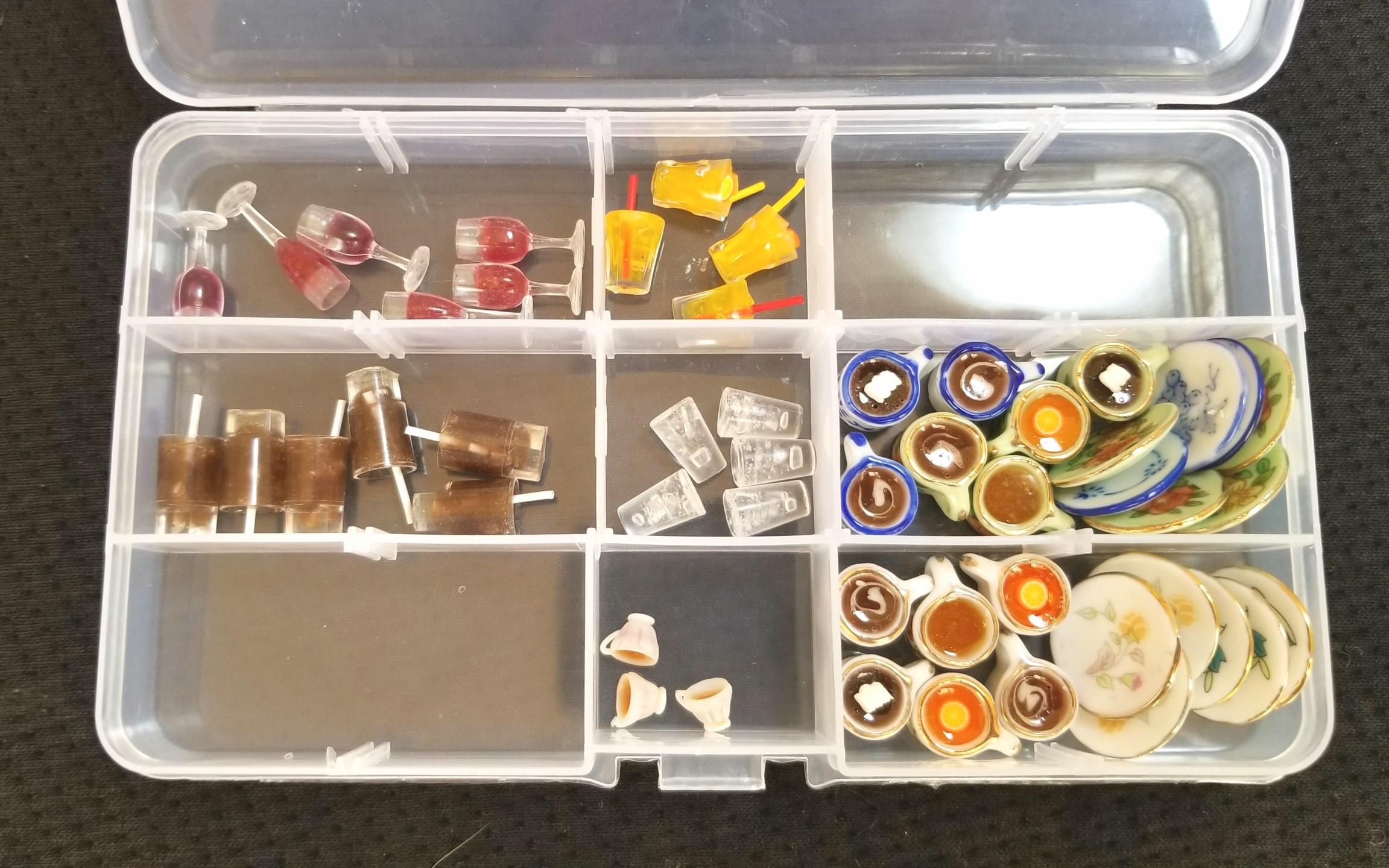 ミニチュア,陶器,ティーカップ,ワイン,水,オレンジジュース,紅茶