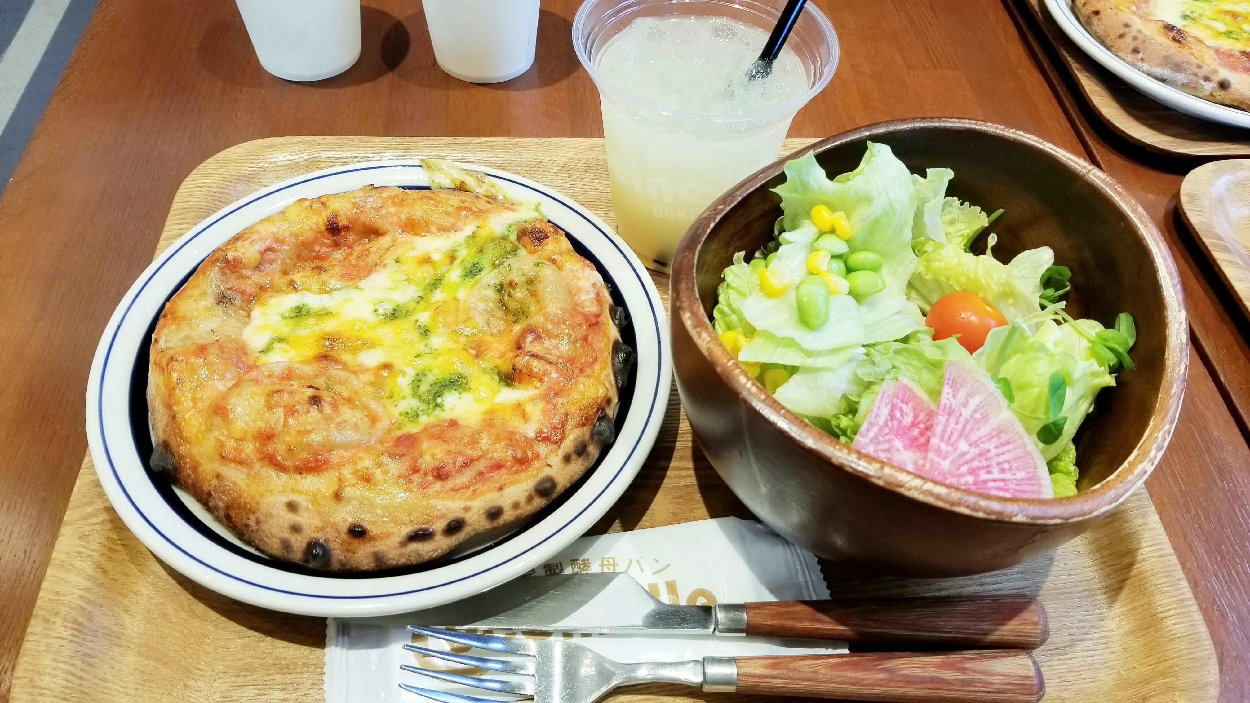 愛媛県松山市美味しいおすすめパン屋ピザワンコインランチコシニール