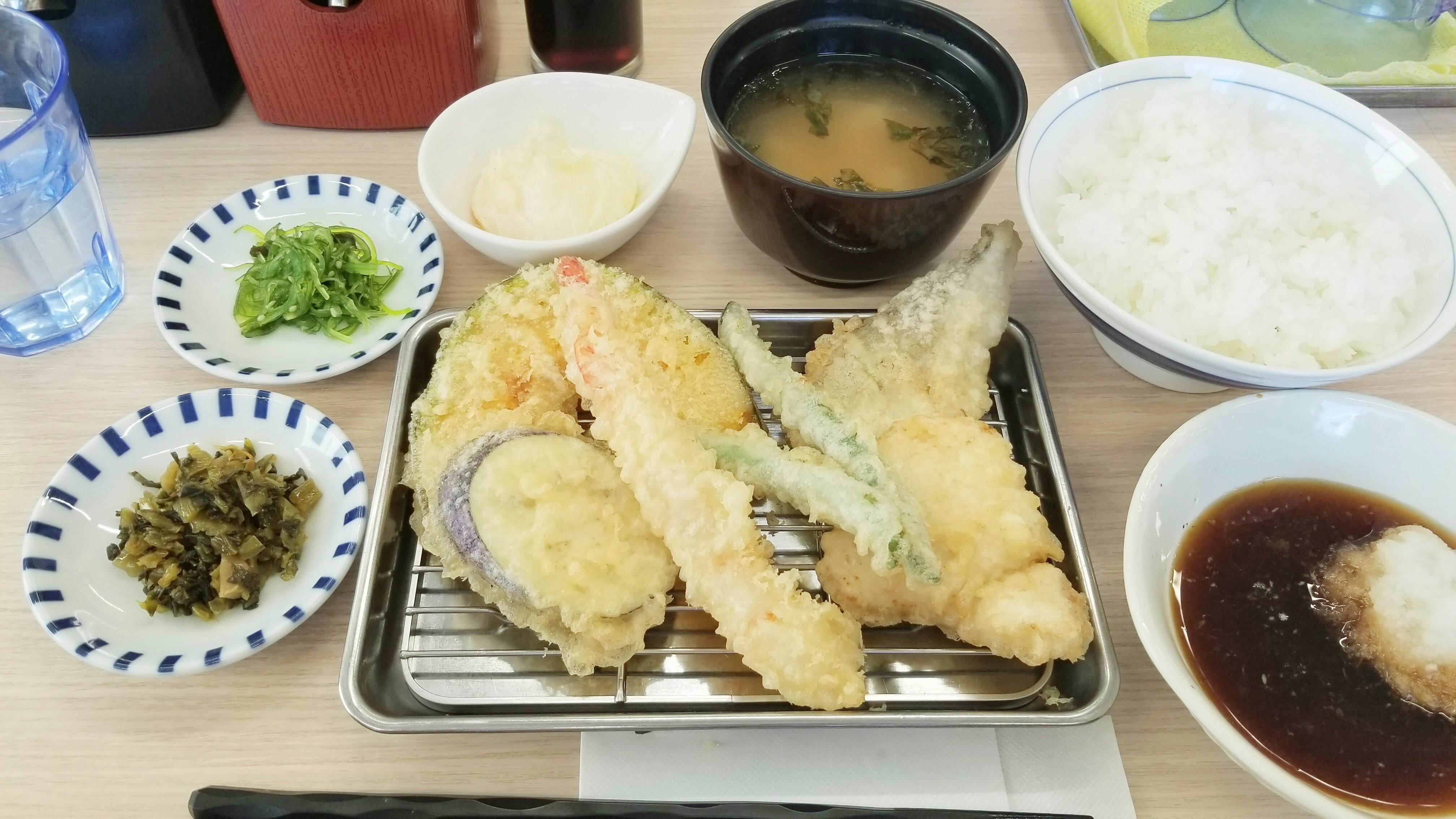 愛媛県四国ランチパスポート巡りおいしい揚げたて天ぷら定食人気