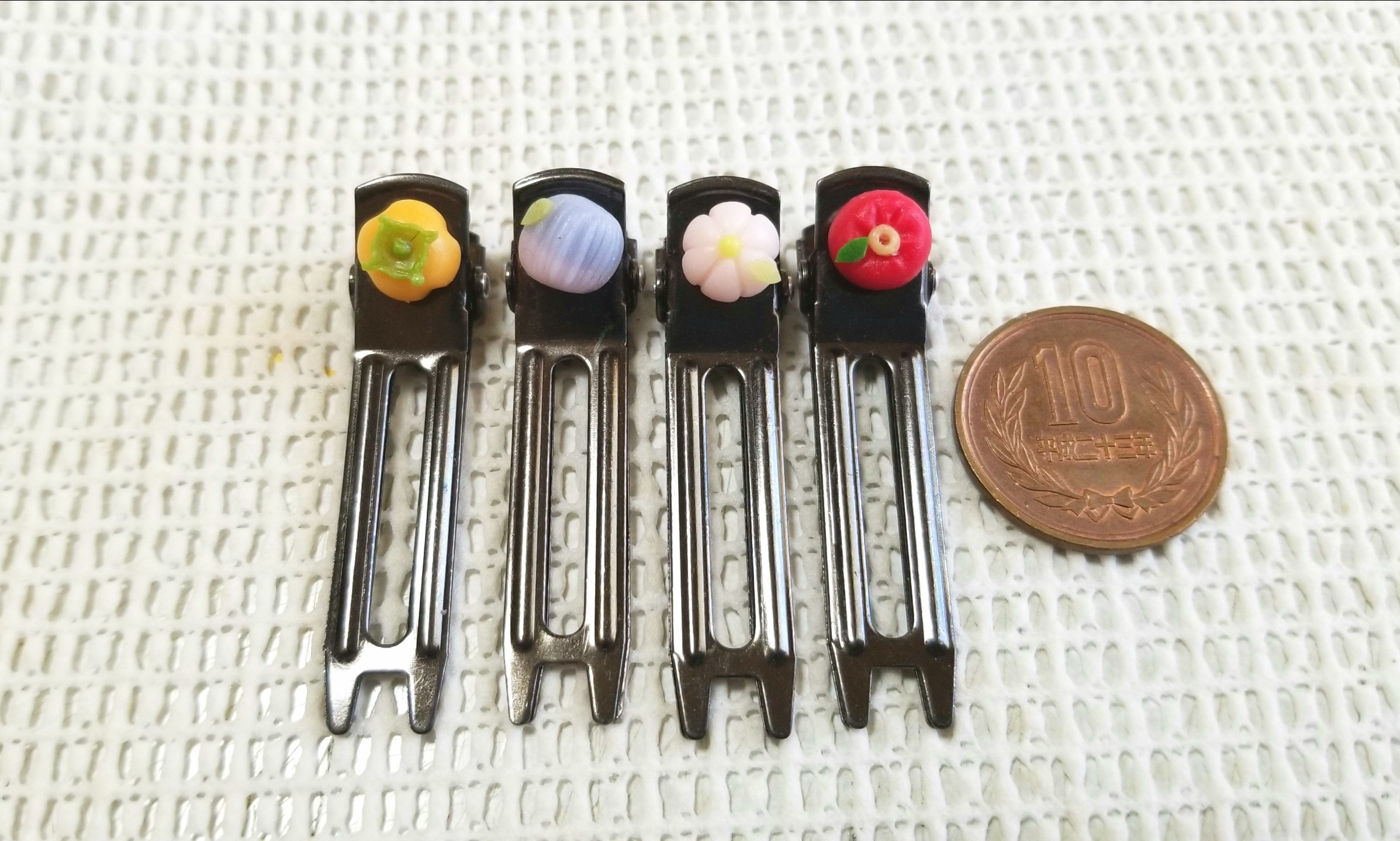 ミンネ,販売中,和菓子,樹脂粘土,ミニチュア,ヘアピン,クリップ,柿,椿