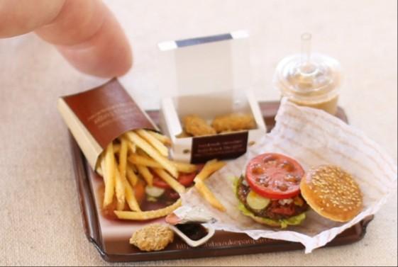 ミニチュアフードおすすめ,樹脂粘土,リアル,本物みたい,ハンバーガー