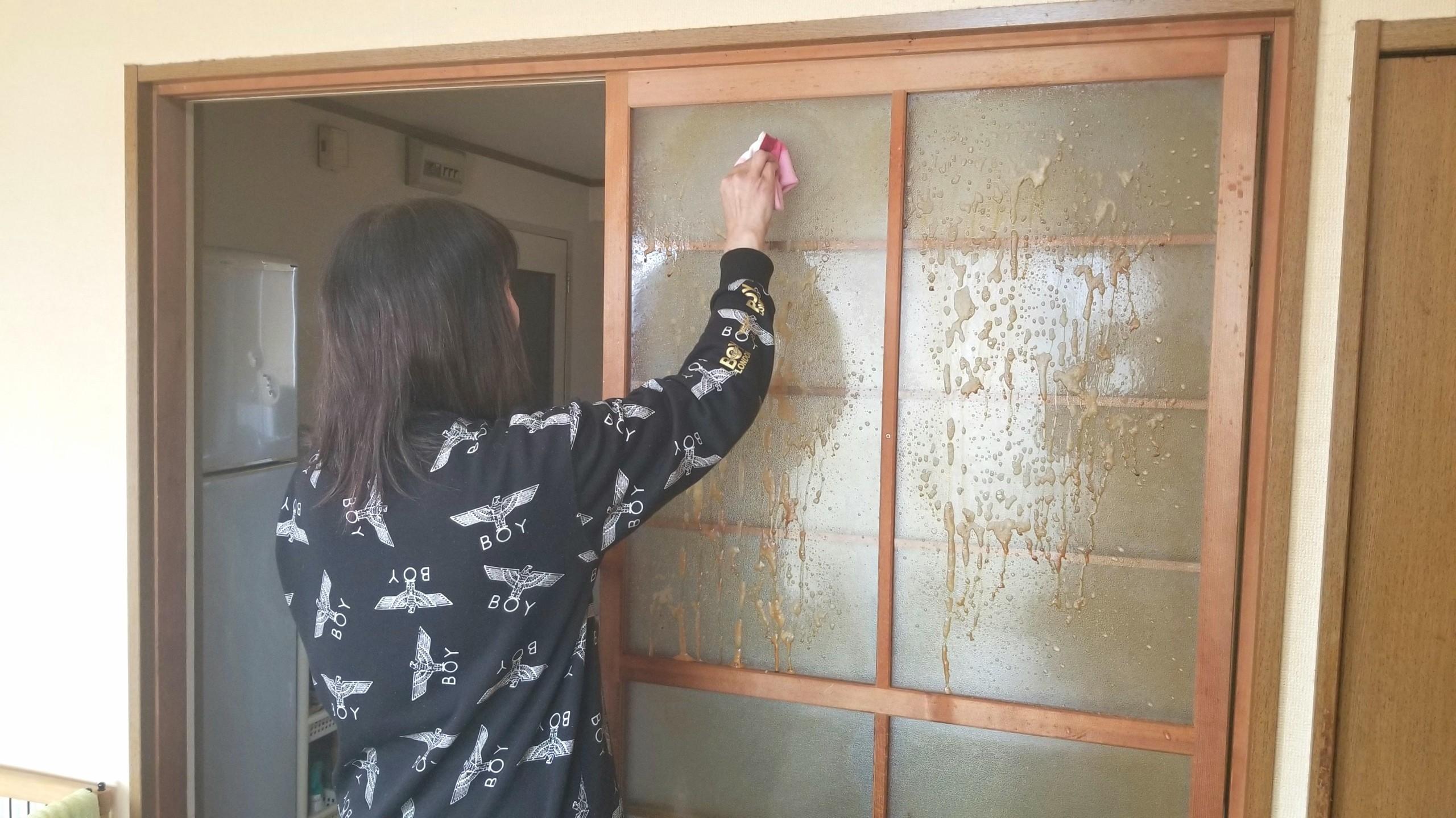 部屋の掃除,窓拭き,マイペット,便利グッズ洗剤,綺麗に落ちる汚れ