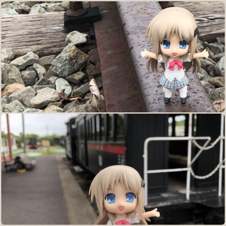 ドール撮影,ドールと汽車,列車,機関車,駅で待つ,線路でたわむれる