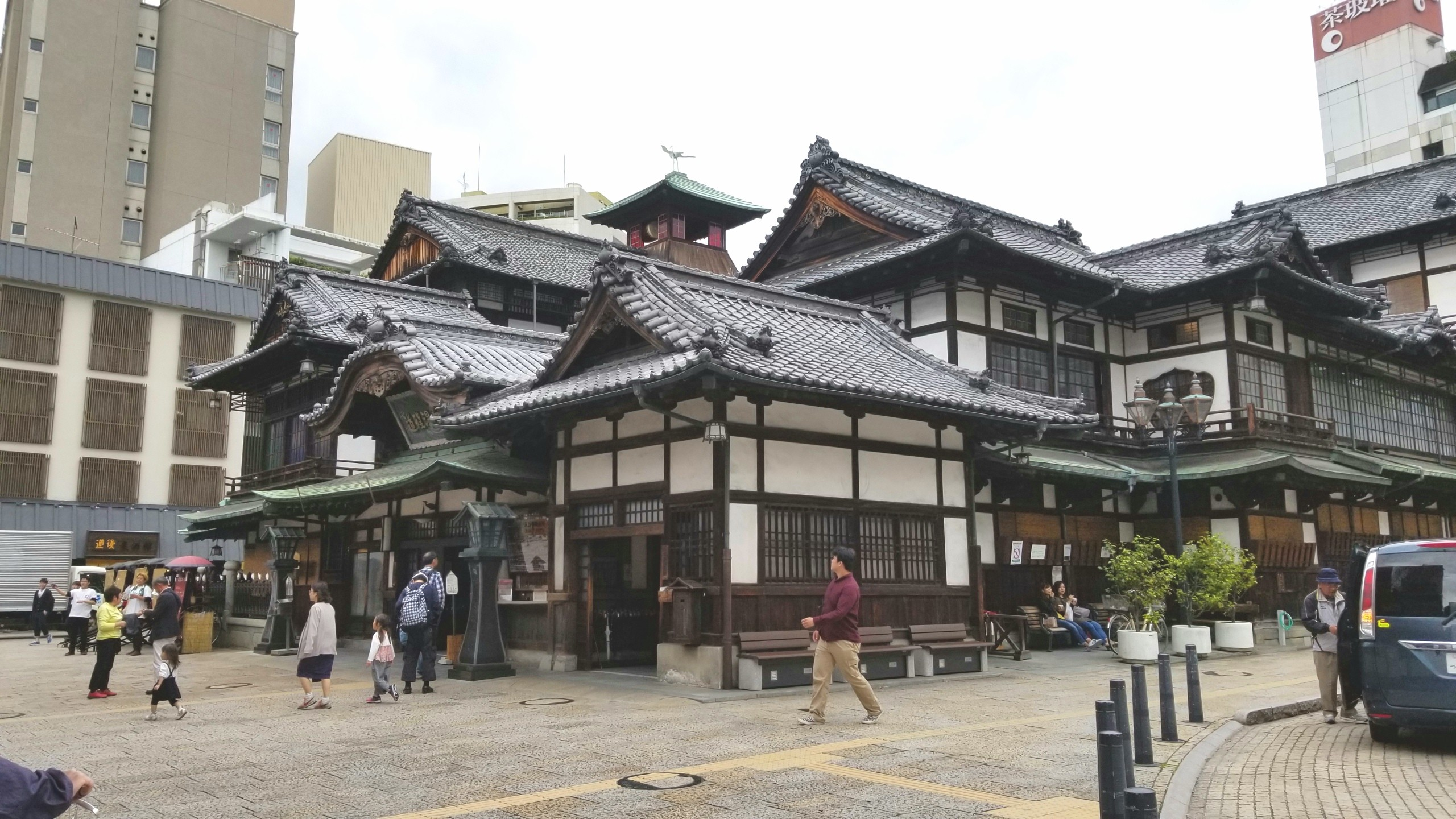 愛媛県,道後温泉本館,旅行,観光名所,散策,散歩,町並み,古い建物