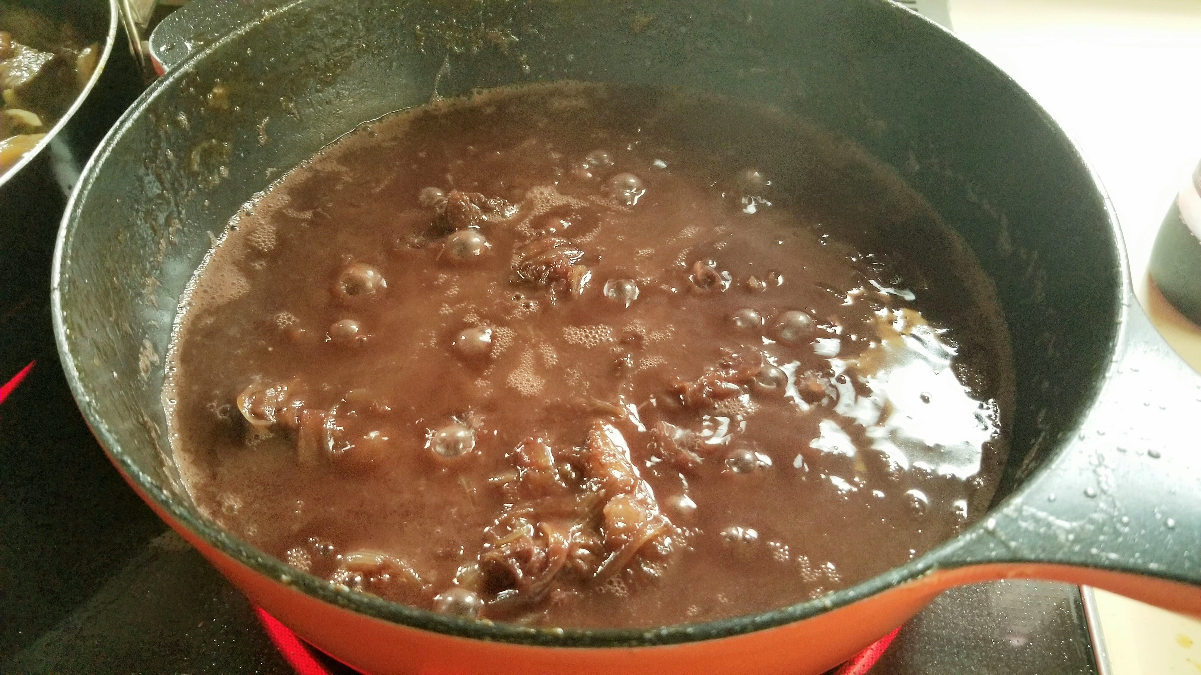 牛もも肉赤ワイン煮込みビーフシチューおいしい下ごしらえ長時間贅沢