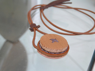 ネックレス・木ボタン