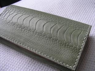 オーストレッグ財布1