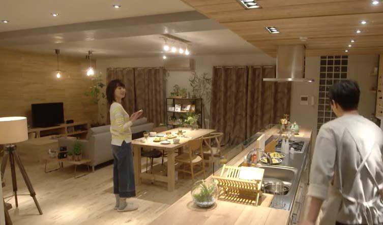 いくえみ綾さんの原作にそうあったかどうかは記憶にないのですが)ドラマでは涼ちゃんはインテリア会社に勤務していることになっています。