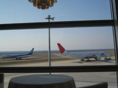 アリスダイニングから見る飛行機の離着陸