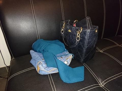 嬢の服とバッグ