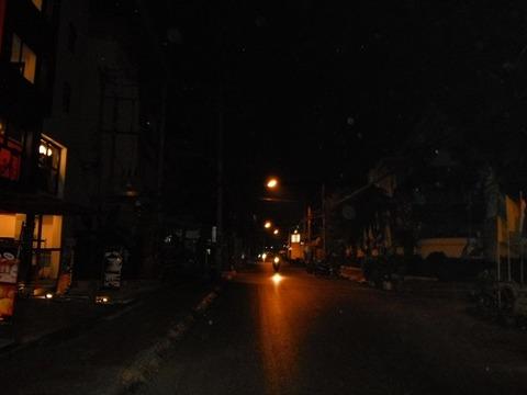 深夜のロイクロ通り