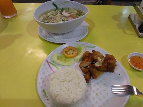 中華スープとフライドチキン、ご飯