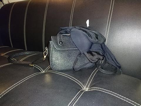 タントラ嬢の服とバッグ