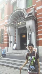 文化博物館前で