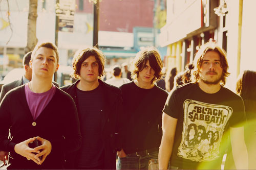 Arctic-Monkeys-Humbug-TOP