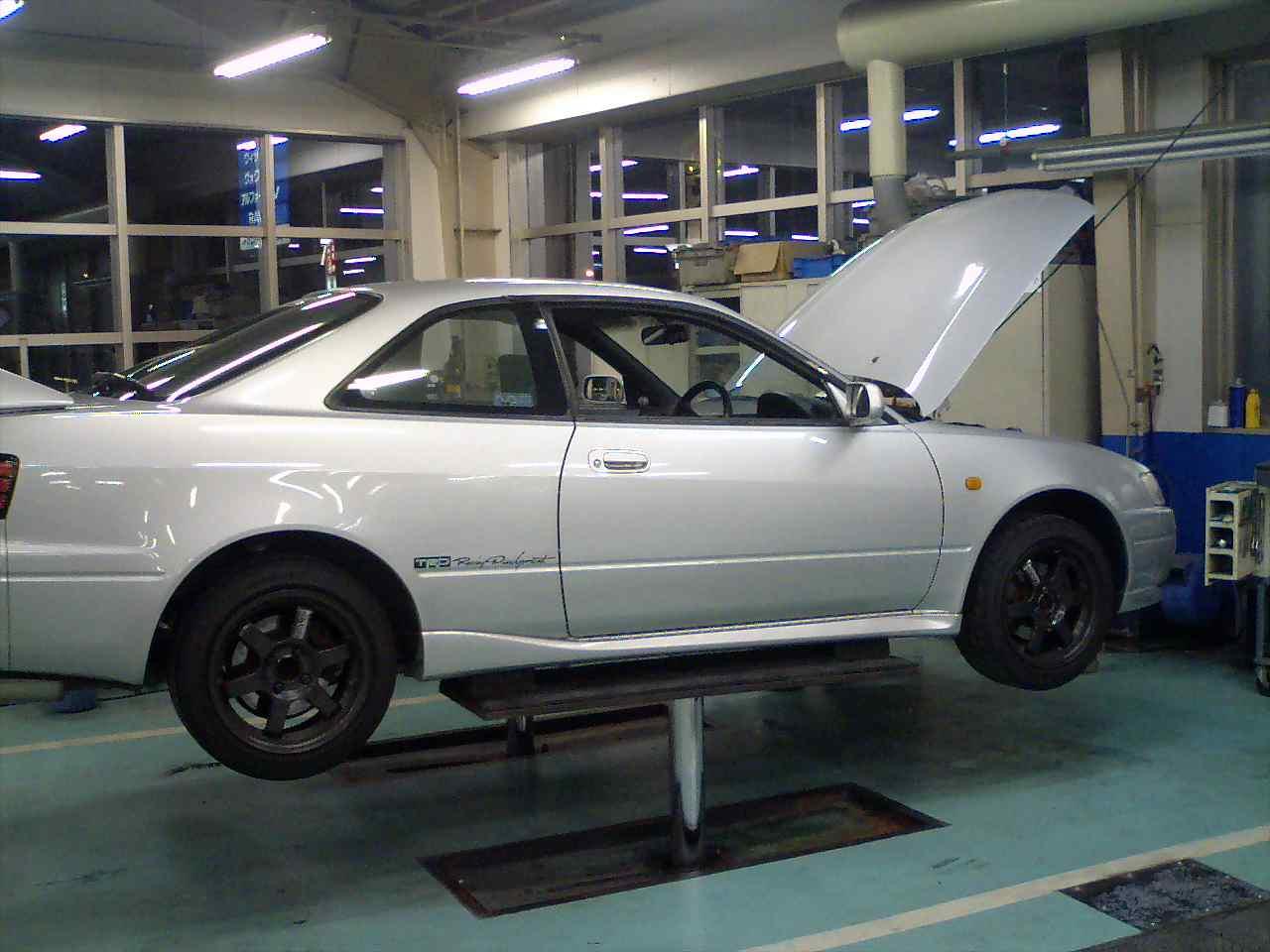 73fa6bebcd この車、買ってから9年目。やっとハブがイカレ始めた。アライメントは崩れるし、意外と工賃&部品が高いし、いいことない。とりあえず、Fr左交換。