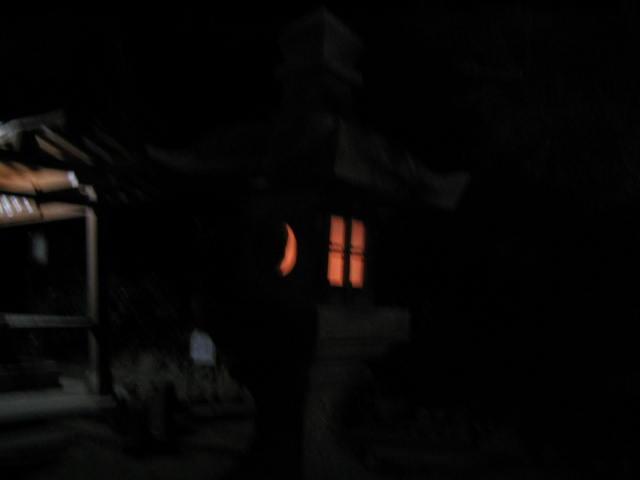 月と日の灯篭
