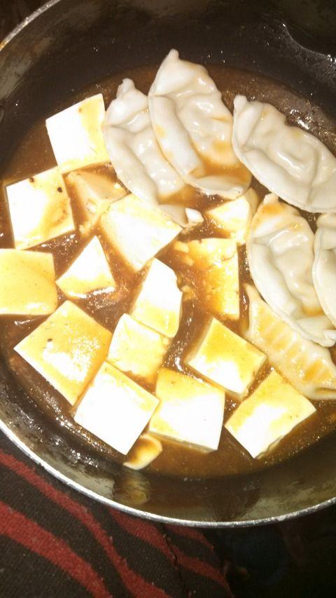 【画像あり】 麻婆豆腐に餃子入れて麻婆豆腐餃子丼作りたいんだが美味しいかな?????