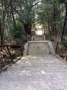牛神社 階段上から