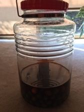 オリーブ 瓶 黒い汁全体
