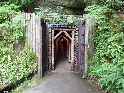 洞窟入口1