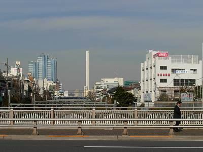 目白駅から見た豊島清掃工場