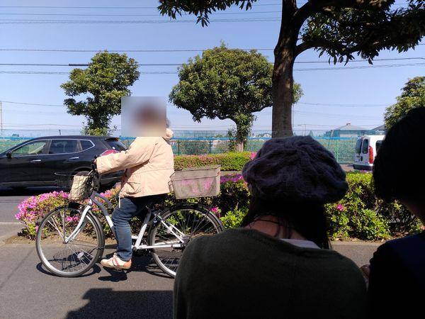新小金井街道沿いで行列