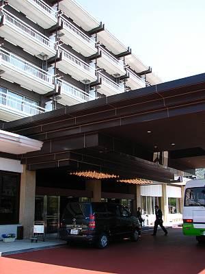 鬼怒川ホテルニュー岡部玄関