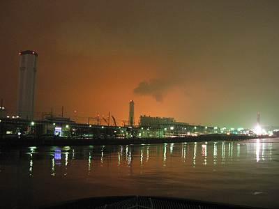 京浜運河沿いの3本の煙突