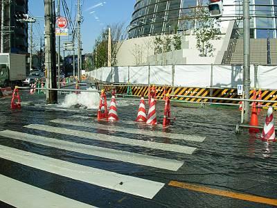 道路から噴水