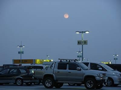 THEモール・みずほ16で見たお月様(COOLPIX L5撮影)