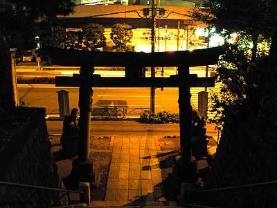 品川神社階段の上から下を見る