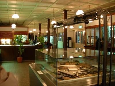 梅小路蒸気機関車館の資料展示館の中