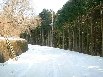 刈場坂峠手前の雪の様子