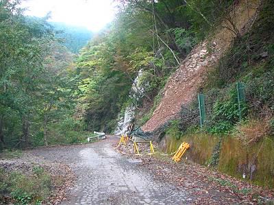林道広河原逆川線の崩落例