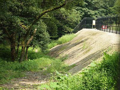 山口貯水池周囲道路の盛土