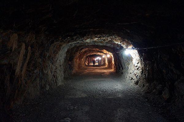象山地下壕の中2