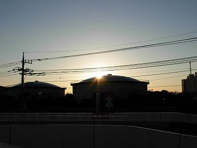 2008年大晦日の水道タンクに沈む夕日