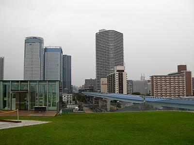 がすてなーに屋上から見たゆりかもめの豊洲駅方面