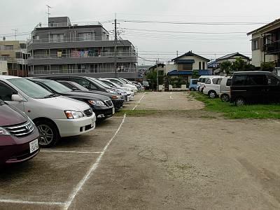 新座市大和田ファミリープールの駐車場