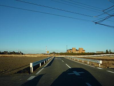 遠くに庄和排水機場