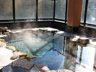 別所温泉 朝日館 観月の湯の露天風呂