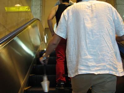 仙台市地下鉄のエスカレータの並び方